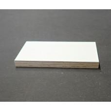 Plaatmateriaalmonster Kuiperwhite: Multiplex met wit HPL
